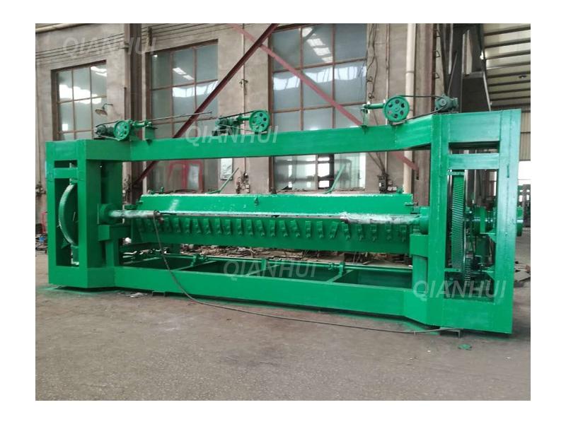 Spindle Veneer Rotary Peeling Lathe 3300m Length x 2200mm For Face Veneer 0.2-2.6mm