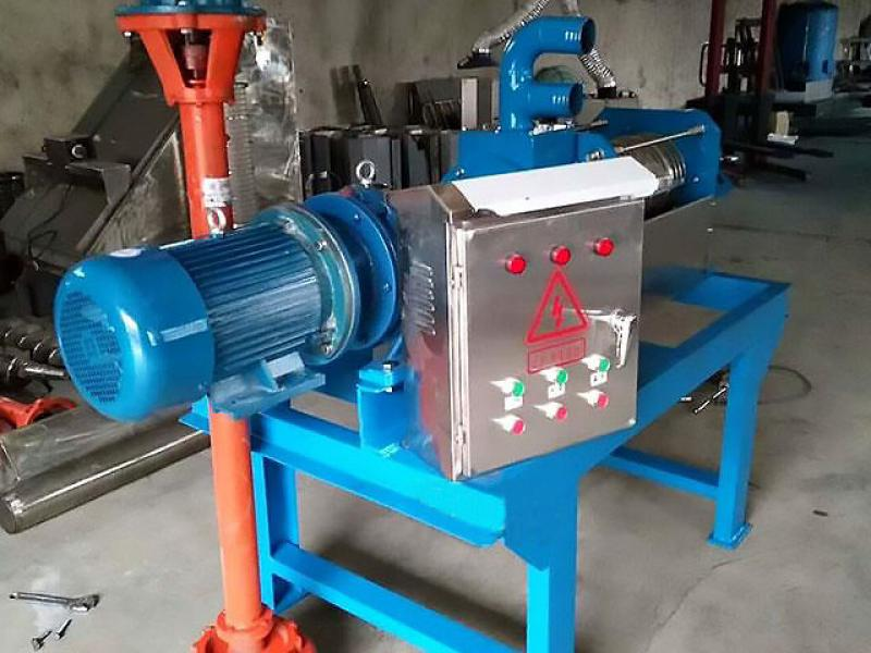 Water and manure separator