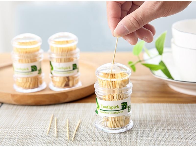 A large number of wholesale toothpick barbecue with various specifications of bamboo skewers