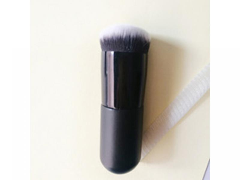 Single chubby pier makeup brush