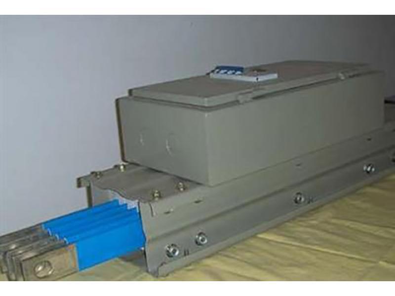 Air bus slot with plug box