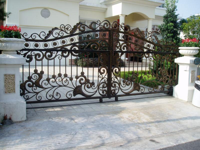 2018 good quality top sale Modern Wrought iron main gate design