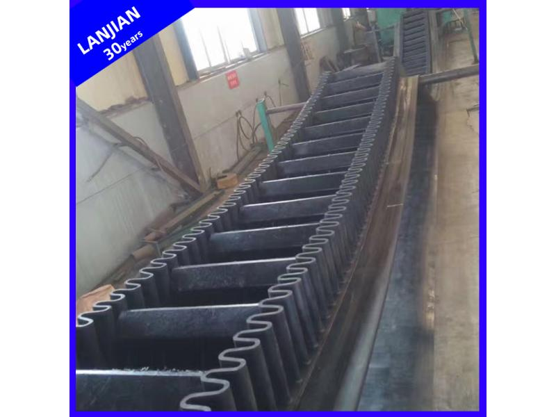 Inclined Large DIP Angle Rubber Conveyor Belt 0-90 Degree