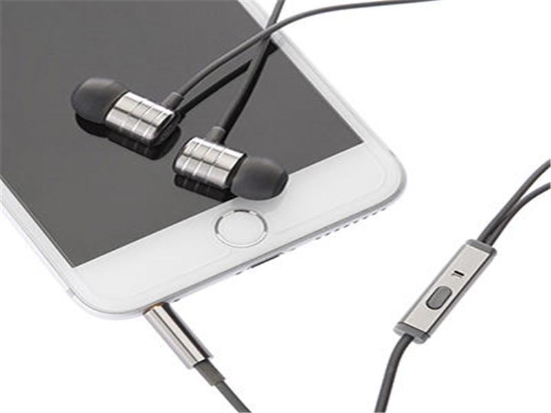 2017 Metal Wired Earphone, in-ear Earbuds with Microphone, Stereo Headphones