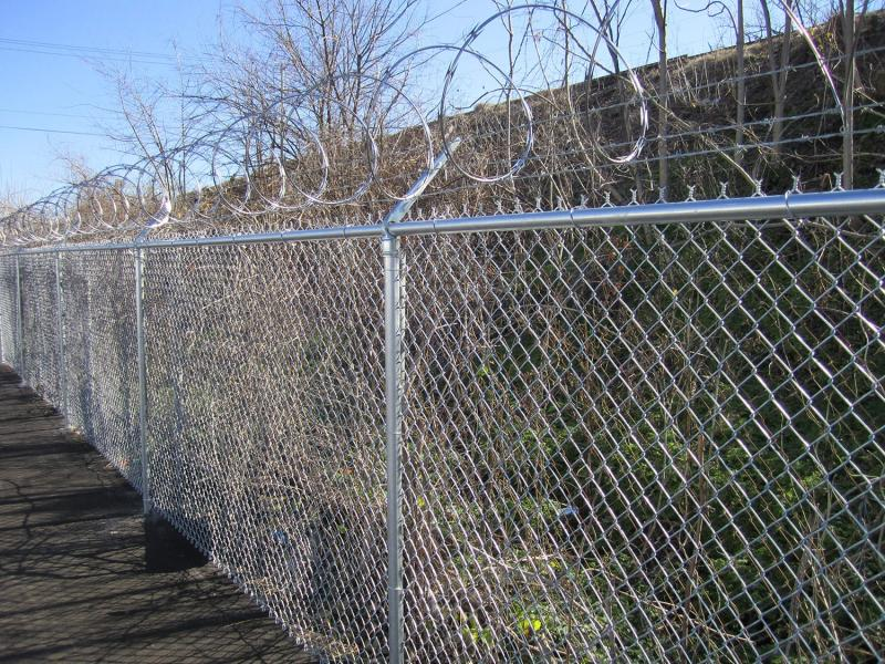 Custom Security Metal Farm Border Fence with Extension Barbed Wire
